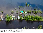 Наводнение в деревне, вид сверху, фото № 25720013, снято 21 июня 2015 г. (c) Владимир Мельников / Фотобанк Лори