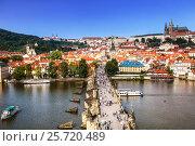 Купить «Вид сверху на Прагу, Влтаву и Карлов мост, Чехия», фото № 25720489, снято 7 сентября 2014 г. (c) Наталья Волкова / Фотобанк Лори