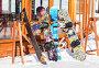 """Купить «Самара. Лыжи и сноуборды стоят на стойках рядом с кафе на горнолыжном комплексе """"СОК Красная Глинка"""" в солнечный день», фото № 25727485, снято 5 марта 2017 г. (c) FotograFF / Фотобанк Лори"""