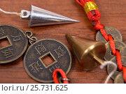 Купить «Маятник для эзотерики и китайские монеты», эксклюзивное фото № 25731625, снято 11 марта 2017 г. (c) Юрий Морозов / Фотобанк Лори