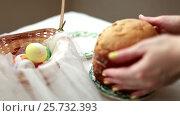 Купить «The girl puts on the table the blank for the Easter cake. Home-made bread.», видеоролик № 25732393, снято 9 марта 2017 г. (c) Dmitry Chapurin / Фотобанк Лори