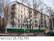 Купить «Пятиэтажный старый панельный дом», фото № 25732741, снято 12 марта 2017 г. (c) Victoria Demidova / Фотобанк Лори