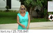 Young woman walks near pool. Стоковое видео, видеограф Алексей / Фотобанк Лори