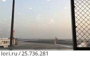 Купить «Waiting in airport terminal», видеоролик № 25736281, снято 11 января 2017 г. (c) Алексей Макаров / Фотобанк Лори