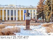 Памятник Киселеву и дворец культуры Автозавода в Нижнем Новгороде весной, фото № 25737417, снято 9 марта 2017 г. (c) Дмитрий Тищенко / Фотобанк Лори