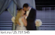Купить «Wedding couple kissing near lake», видеоролик № 25737545, снято 6 февраля 2017 г. (c) Алексей Макаров / Фотобанк Лори