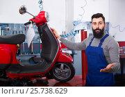 Купить «Wizard has finished work on the repair of motorcycles», фото № 25738629, снято 21 сентября 2019 г. (c) Яков Филимонов / Фотобанк Лори