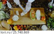 The Chef Cuts The Chicken and Put It on Sandwich. Стоковое видео, видеограф Станислав Панкратов / Фотобанк Лори