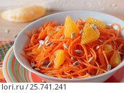 Купить «Салат из свежей моркови с семенами подсолнечника и апельсином», фото № 25741241, снято 12 февраля 2017 г. (c) Наталья Евстигнеева / Фотобанк Лори