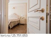 Спальная комната в белых тонах (2016 год). Редакционное фото, фотограф Бубнов Дмитрий / Фотобанк Лори