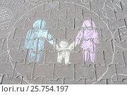 """Детский рисунок """"Семья"""" на асфальте. Стоковое фото, фотограф Татьяна Руденко / Фотобанк Лори"""