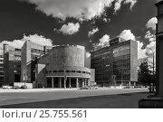 Купить «Здание Центросоюза в Москве постройки 1928-37 годов. Улица Мясницкая, д 39. Архитекторы Ле Корбюзье, Колли, Жаннере. В настоящее время здание Росстата. Съёмка 2016 года», фото № 25755561, снято 14 июля 2018 г. (c) Дмитрий Данилкин / Фотобанк Лори
