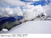 Роза Хутор. Панорамный вид на горы Кавказского хребта (хребет Псехако) в низкой облачности с площадки Роза Пик (2016 год). Стоковое фото, фотограф Orion34 / Фотобанк Лори