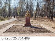 Купить «Памятник Кулибину в парке в Нижнем Новгороде ранней весной», фото № 25764409, снято 26 апреля 2012 г. (c) Дмитрий Тищенко / Фотобанк Лори