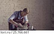 Купить «Potter at work in studio», видеоролик № 25766661, снято 20 сентября 2019 г. (c) Raev Denis / Фотобанк Лори