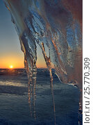 Купить «Ледяные наросты в гроте на берегу острова Ольхон на фоне восходящего солнца. Озеро Байкал, март», фото № 25770309, снято 24 августа 2019 г. (c) Овчинникова Ирина / Фотобанк Лори