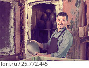 Купить «gay male with black-glazed ceramic vase standing close to kiln», фото № 25772445, снято 16 июня 2019 г. (c) Яков Филимонов / Фотобанк Лори