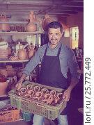Купить «man potter holding ceramic vessels in atelier», фото № 25772449, снято 24 февраля 2019 г. (c) Яков Филимонов / Фотобанк Лори