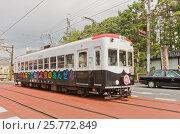 """Вагон трамвайной линии """"Рандэн"""" на улице Киото, Япония, фото № 25772849, снято 28 июля 2016 г. (c) Иван Марчук / Фотобанк Лори"""