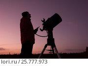 Купить «Glyn Pritchard with Meade telescope, Dark Sky, Forestry Commission, Scotland, UK, January.», фото № 25777973, снято 5 июня 2020 г. (c) Nature Picture Library / Фотобанк Лори