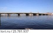 Купить «Санкт-Петербург. Благовещенский мост (бывший мост Лейтенанта Шмидта)», видеоролик № 25781937, снято 1 июня 2016 г. (c) Сергей Дубров / Фотобанк Лори