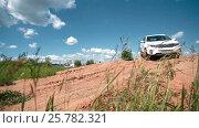 IZHEVSK, RUSSIA - JUNE 22, 2014: Kia Sorento at offroad test drive. Редакционное видео, видеограф Илья Насакин / Фотобанк Лори