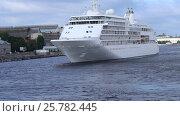 Купить «Морское круизное судно Silver Whisper плывет по Неве», видеоролик № 25782445, снято 13 июля 2016 г. (c) Сергей Дубров / Фотобанк Лори