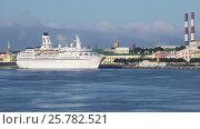 Купить «Морской лайнер Astor в Санкт-Петербурге у набережной Лейтенанта Шмидта», видеоролик № 25782521, снято 24 августа 2016 г. (c) Сергей Дубров / Фотобанк Лори
