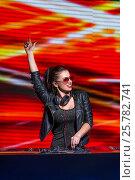 Купить «Dancing dj», фото № 25782741, снято 17 ноября 2016 г. (c) Raev Denis / Фотобанк Лори