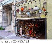 Маленький магазин по продаже разноцветных светильников, Стамбул, Турция, фото № 25785121, снято 14 мая 2015 г. (c) Наталья Волкова / Фотобанк Лори