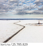 Купить «Нефтяная вышка в тундре Ямала, вид сверху», фото № 25785829, снято 7 апреля 2016 г. (c) Владимир Мельников / Фотобанк Лори