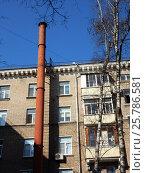 Купить «Пятиэтажный трёхподъездный кирпичный жилой дом, построен по индивидуальному проекту в 1955 году. 1-я Мясниковская улица, 8/10. Район Богородское. Москва», эксклюзивное фото № 25786581, снято 10 марта 2017 г. (c) lana1501 / Фотобанк Лори
