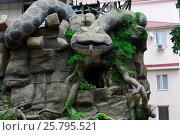 Купить «Фрагмент фасада тропического экзотариума в Лазаревском. Сочи», фото № 25795521, снято 25 июля 2016 г. (c) Nikolay Pestov / Фотобанк Лори