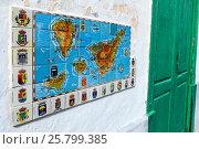 Купить «Фреска из плитки с картой Канарских островов и гербами основных городов. Гарачико, Тенерифе, Испания», фото № 25799385, снято 8 января 2016 г. (c) Кекяляйнен Андрей / Фотобанк Лори