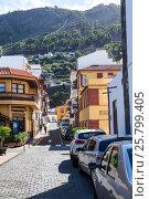 Узкие улицы Гарачико, ведущие в горы. Тенерифе, Канарские острова, Испания (2016 год). Редакционное фото, фотограф Кекяляйнен Андрей / Фотобанк Лори