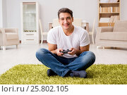 Купить «Man addicted to computer games», фото № 25802105, снято 18 ноября 2016 г. (c) Elnur / Фотобанк Лори