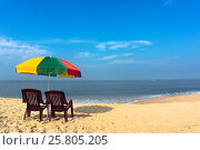 Beach chairs on the white sand beach with cloudy blue sky and sun. Стоковое фото, фотограф Dmitriy Melnikov / Фотобанк Лори