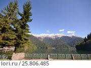 Купить «View of the mountain lake Rizza, Abkhazia», фото № 25806485, снято 26 сентября 2014 г. (c) Александр Карпенко / Фотобанк Лори