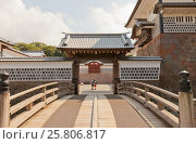 Купить «Мост Хасидзумэ и внешние ворота Хасидзумэмон замка Канадзава, г. Канадзава, Япония», фото № 25806817, снято 3 августа 2016 г. (c) Иван Марчук / Фотобанк Лори