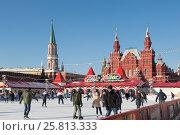 Купить «ГУМ-каток на Красной площади возле Московского Кремля», фото № 25813333, снято 6 февраля 2017 г. (c) Алексей Голованов / Фотобанк Лори
