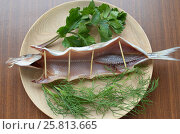 Купить «Dried omul on the wooden plate, decorated with verdure», фото № 25813665, снято 6 июля 2013 г. (c) Юлия Батурина / Фотобанк Лори