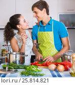 Купить «man and woman standing near table with vegetables», фото № 25814821, снято 20 ноября 2019 г. (c) Яков Филимонов / Фотобанк Лори