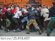 Купить «Russia. Moscow. Red Square. February 26, 2017. a mass fight of hooligans and fans», фото № 25818697, снято 26 февраля 2017 г. (c) Юлия Шангареева / Фотобанк Лори