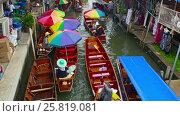 Damnoen Saduak floating market in Thailand (2017 год). Редакционное видео, видеограф Михаил Коханчиков / Фотобанк Лори