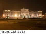 Купить «Мариинский дворец крупным планом туманной мартовской ночью. Исаакиевская площадь, Санкт-Петербург», фото № 25819385, снято 12 марта 2017 г. (c) Виктор Карасев / Фотобанк Лори