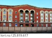 Корпус Электрозавода (Московского электролампового завода) в Москве (2017 год). Стоковое фото, фотограф Alexei Tavix / Фотобанк Лори