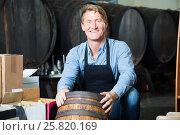 Купить «man working in winery», фото № 25820169, снято 20 октября 2018 г. (c) Яков Филимонов / Фотобанк Лори