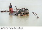 Купить «USA, Oregon, Gold Beach. Old, abandoned ship, the Mary D Hume, half submerged in the water. On the Rogue River near the port of Gold Beach. The Hume is...», фото № 25821853, снято 14 января 2016 г. (c) age Fotostock / Фотобанк Лори