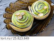 Купить «Сладкий десерт с киви и орехами», фото № 25823849, снято 25 марта 2017 г. (c) Румянцева Наталия / Фотобанк Лори