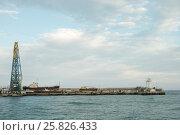 Купить «Маяк в море города Ялта в Крыму», фото № 25826433, снято 26 марта 2015 г. (c) Дмитрий Юшкин / Фотобанк Лори